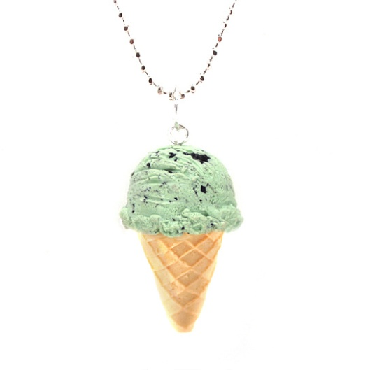 scented-mint-chocolate-chip-ice-cream-necklace